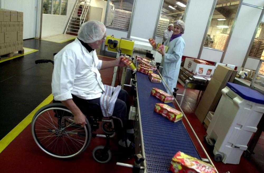 Одним из механизмов, обязывающих работодателей принимать на работу инвалидов