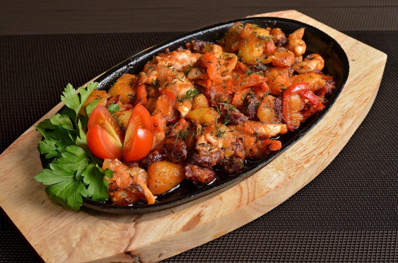 Курица с овощами и картошкой на сковороде рецепты